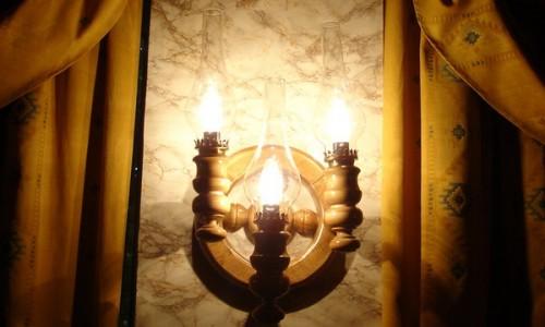 Cinci avantaje ale corpurilor de iluminat din lemn Nuc Art Impex