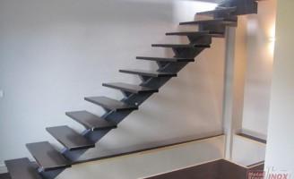 Imprima lux si originalitate locuintei cu scarile interioare Metal Store Group !