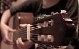 Vrei sa fii mai vesel si mai deschis? Alege lectii chitara Bucuresti!