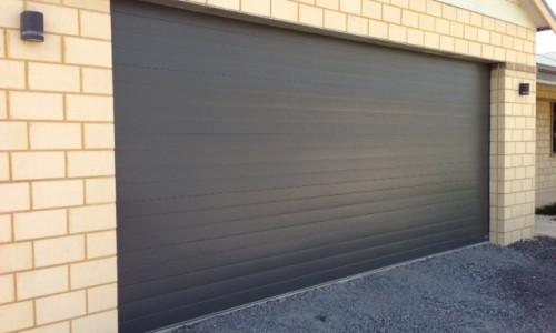 Pentru instalare usi de garaj, apelati cu incredere la Alo Service Usi!