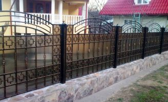 Gard fier forjat Bacau de la Lanos – imprejmuieste-ti casa cu bun gust!