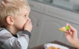 De la o vreme copilul tău refuză mâncarea? Iată soluțiile!
